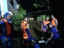 Malam Tahun Baru, Ditpolairud Polda Banten Kerahkan 3 Unit Rubber Boat untuk Evakuasi Korban Banjir