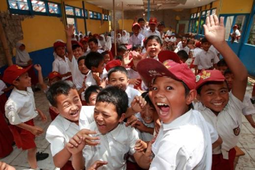 Senator Dorong Komitmen Pemerintah Prioritaskan Keselamatan Anak Didik di Tengah Pandemi