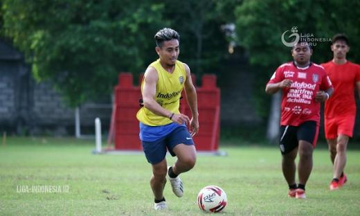 Dua Pemain Bali United U 18 Dilatih Taufik