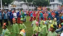 Meski Hujan, Pawai Taaruf Siswa RA se Kota Pekanbaru Sambut Tahun Baru Islam Tetap Semarak