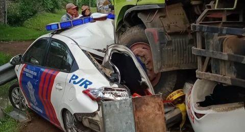 Brakk! Kecelakaan di Tol Tangerang, Mobil PJR Ringsek Dilindas Truk