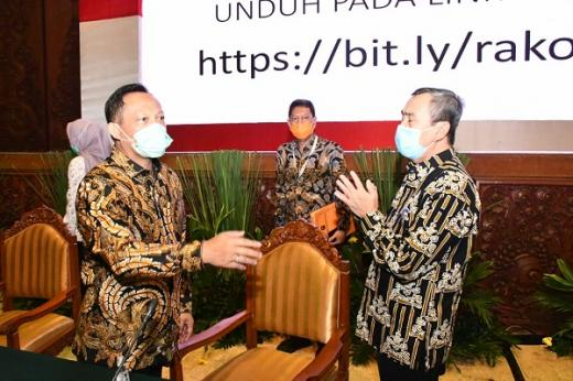 Dinggap Gerak Cepat, Mendagri Apresiasi Penanganan Karhutla di Riau