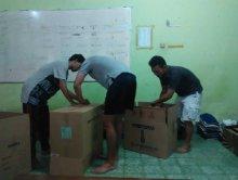 Peduli Bencana Banjir Garut, Mahasiswa Riau Yogya asal Kampar Kirim 9 Dus Pakaian Layak Pakai