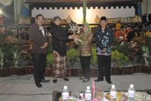 Masyarakat Pringsewu Lampung Antusias Saksikan Pagelaran Wayang Kulit MPR