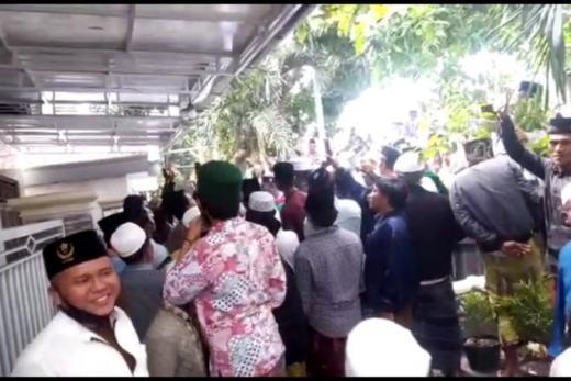 Pendemo Ancam Bakar Rumah Mahfud jika HRS Dipenjara, Ibu Mahfud MD Diungsikan