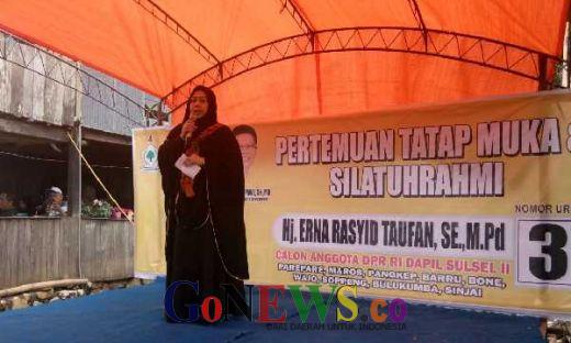 Sosialisasi di Pangkep, Erna Rasyid Taufan Ajak Warga Pilih Pemimpin yang Takut kepada Allah