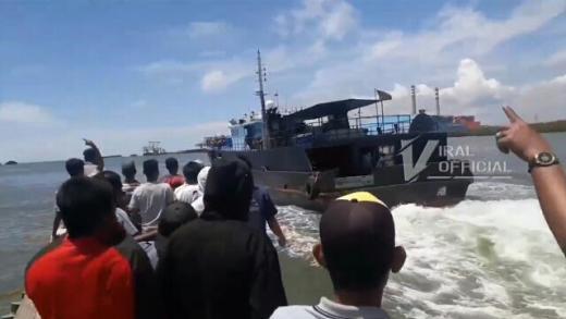 Viral... Mau Mendarat di Langkat, Kapal Ikan China Dihalau Warga