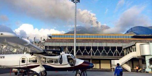 Gamalama Masih Erupsi, Bandara Babullah Ternate Kembali Tutup