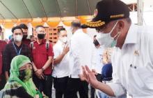 Salurkan Bansos Timbulkan Kerumunan di Banjarmasin dan Pekanbaru, Menko PMK Sentil PT Pos
