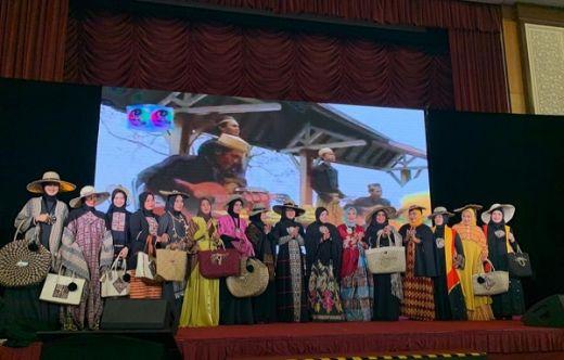 Busana Etnik Islami Karya Erna Rasyid Taufan Bikin Kagum Tamu 17 Negara di Malaysia