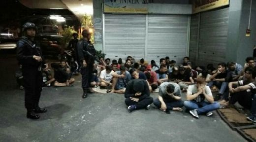 Obok-obok Queen Club Pekanbaru, Kapolda Riau Sikat Karyawan Pengedar Pil Ekstasi Gambar Kodok