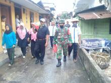 Cegah Covid-19, Komunitas Pekanbaru Bertuah Bagikan Sembako dan Semprotkan Disinfektan ke Pemukiman Warga