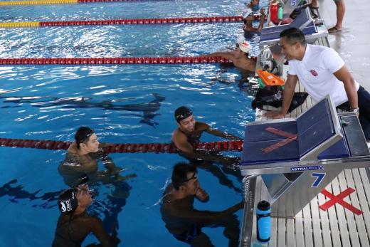 Anindya Bakrie Tinjau Pelatnas Renang Olimpiade