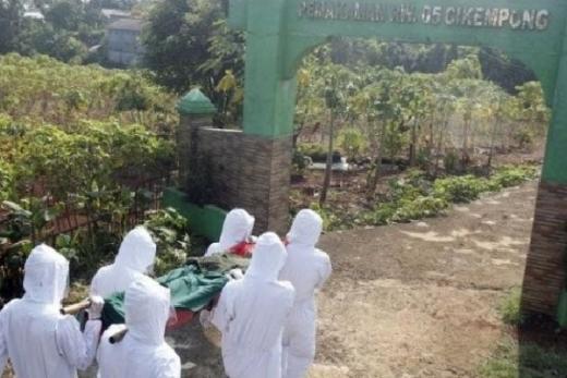 Lantunan Tahlil Iringi Perjalanan Pelanggar Kewajiban Bermasker ke Pemakaman