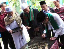 Resmikan Gedung Ponpes Al-Mujtahadah Pekanbaru, Menakertrans Minta Gubernur Riau Perhatikan Nasib Santri