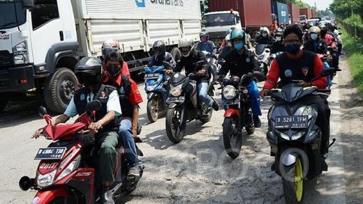 Buruh di Kawasan Industri Pulogadung Gelar Demo Tolak Omnibus Law