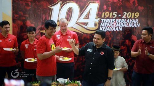 PSM Makassar Rayakan Ulang Tahun Bersama Anak Yatim