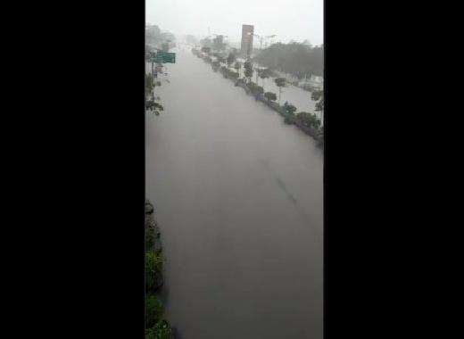 Banjir Landa Jakarta dan Semarang
