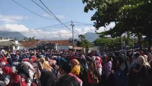 Demo Omnibus Law, Ribuan Buruh Garut Blokir Jalur Menuju Bandung