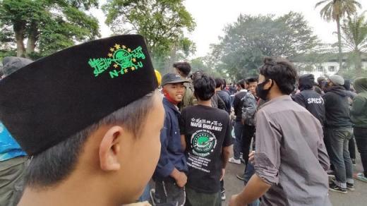 Santri Gabung Buruh di Bandung: Sedih Lihat Negeri Kayak Gini
