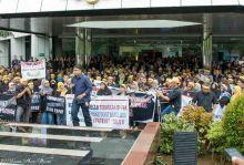Diduga Ada Paksaan Teken Surat PHK, Ribuan Karyawan Indosat Gelar Aksi di Sejumlah Provinsi