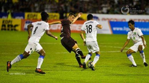 Aji Santoso Buka Kunci Kemenangan Persela di Makassar