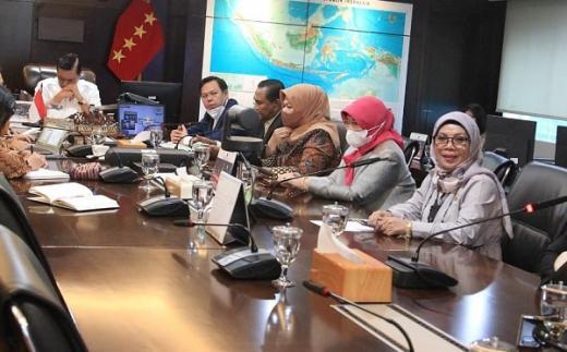 Temui Luhut, Senator Riau Bahas Infrastruktur hingga Pertanian