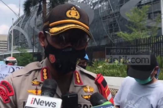 Pastikan DPR Reses, Polisi Dampingi SBSI Masuk ke Kompleks Parlemen