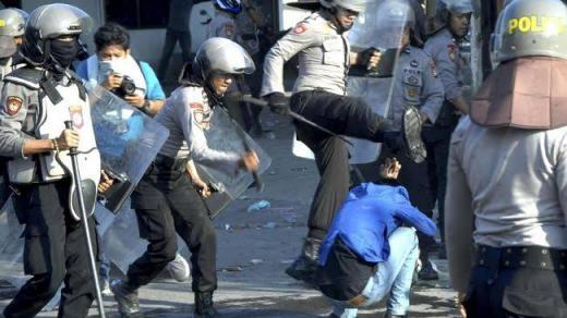 Polisi Pukuli Mahasiswa Ambon, Kapolda Maluku Dilempari Batu
