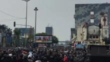 Aksi Mahasiswa di Belakang Istana Kepresidenan Rusuh Maju, Satu Kata Lawan!
