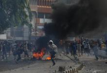 Tak Terima Dihadang Mau ke Istana, Massa Demo Bentrok dengan Polisi di Harmoni