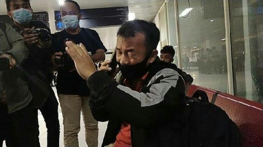 Isak Tangis Yaman Zai, Istri dan Tiga Anaknya Berada di Pesawat Sriwijaya Air SJ 182