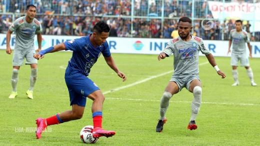 Pelatih Persib Sebut Arema FC Kurang Beruntung