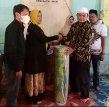 Sambut Ramadan, Forum Kota Pekanbaru Bertuah Salurkan Alquran dan Karpet ke Musola Baitul Akbar di Kampar