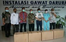 Sowan ke Kiai dan Pesantren, Ketua DPD RI Mampir ke RSUD Tulungagung Serahkan Bantuan 120 APD
