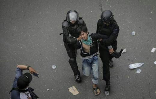 Id Card dan HP Dirampas, Jurnalis CNN Indonesia Dipukuli Polisi saat Liput Demo Omnibus Law