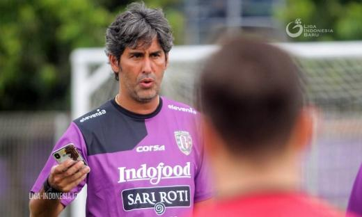 Soal Pengganti Paulo, Teco Masih Komunikasi dengan Manajemen Bali United FC