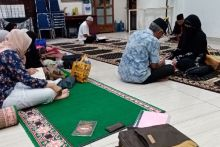 Puluhan Orang Dewasa Belajar Cerdas Baca Al-Quran di ASA Center