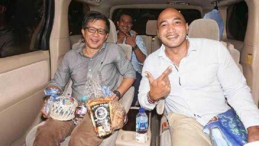 Di Jember Naik Ambulans, di Bali, Rocky Gerung Diantar ke Bandara Naik Alphard, Mantap Dah..
