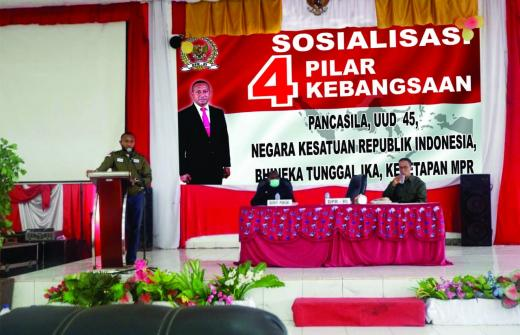 Yan Mandenas: Jaga Keamanan Papua dengan Gotong Royong