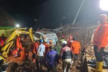 27 Orang Masih Hilang, Petugas Lanjutkan Pencarian Korban Longsor Sumedang