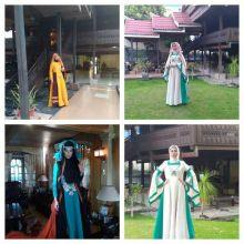 Dua Model Peragakan 12 Busana Karya Desainer Erna Rasyid Taufan