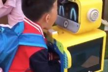 Tiongkok Mulai Buka Kembali Sekolah-Sekolah, Robot Buatan 2017 Bantu Pindai Virus