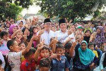 Bagi-bagi THR di Kampung Halaman, Zulkifli Hasan Mohon Doa Agar Selalu Amanah