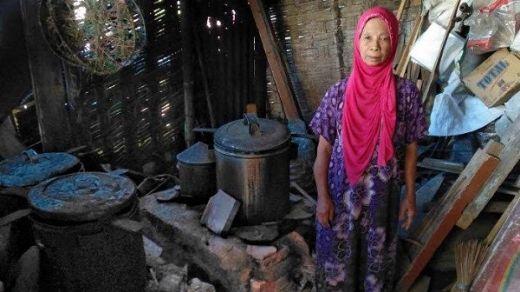 Nenek Penjual Lontong Keliling Ini Terharu saat Cerita Bisa Naik Haji Tahun Ini
