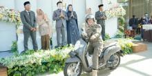 Untuk Hindari Kontak Langsung, Pengantin Ini Gelar Pernikahan Drive Thru