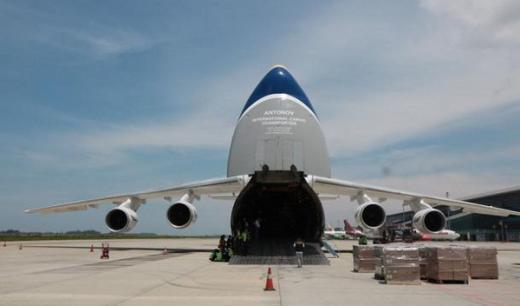 Pesawat Kargo Terbesar Kedua di Dunia Mendarat Perdana di Bandara Yogyakarta