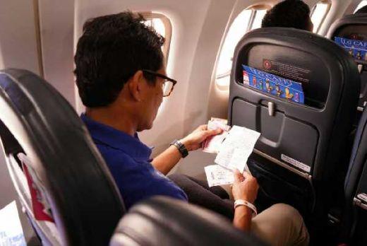 Tinggalkan Bandara Palembang, Sandi Menangis Baca Surat Karyawati BUMN