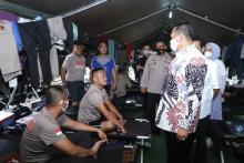 MPR Beri Bantuan Makanan Personil Brimob Pengamanan Demo Ciptaker