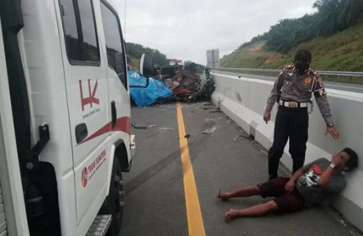 Hendak Nikahkan Anak, Suami Isteri Ini Meninggal Akibat Kecelakaan di Tol Dumai-Pekanbaru